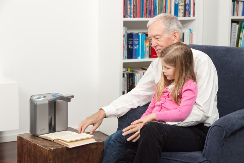 audio-text-reader-clearview-listening-with-grandchild