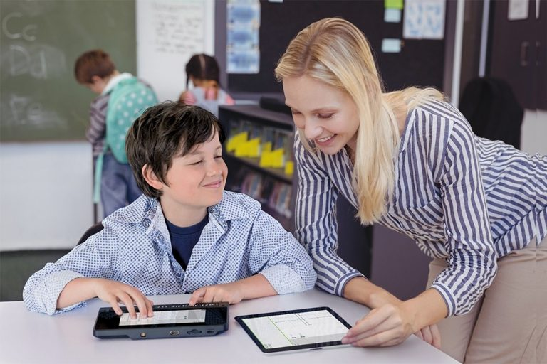 boy_in_class_with_teacher_looking_graphic_on_bnt_plus_lr